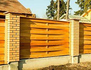 Заборы деревянные плетенка