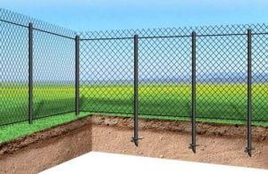 забор из сетки рабица на винтовых сваяхзабор из сетки рабица на винтовых сваях