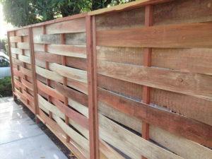забор деревянный плетенка фото