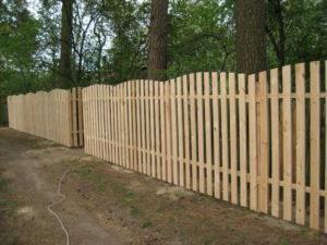 забор из деревянного штакетника под ключ