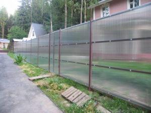 забор из поликарбоната для дома